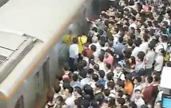 China Peak Hour Train Talk Cock Sing Song